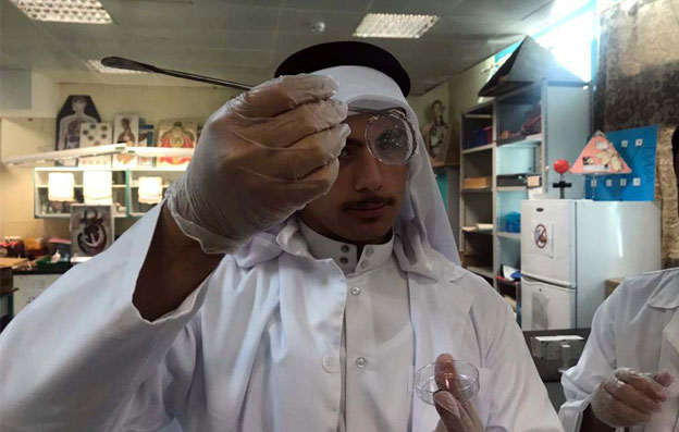 "Al-Bairaq launches a new cycle of ""I am Discovering Materials"" for secondary students"