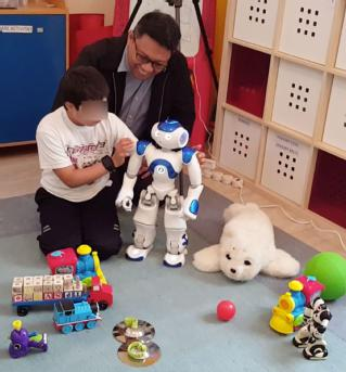 3478_0_dr_john_john_cabibihan_investigating_the_responses_of_a_child_interacting_with_social_robots.jpg