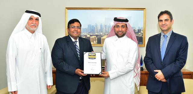Dr Hassan Al Derham receives the ranking plaque from Mr Ashwin Fernandes
